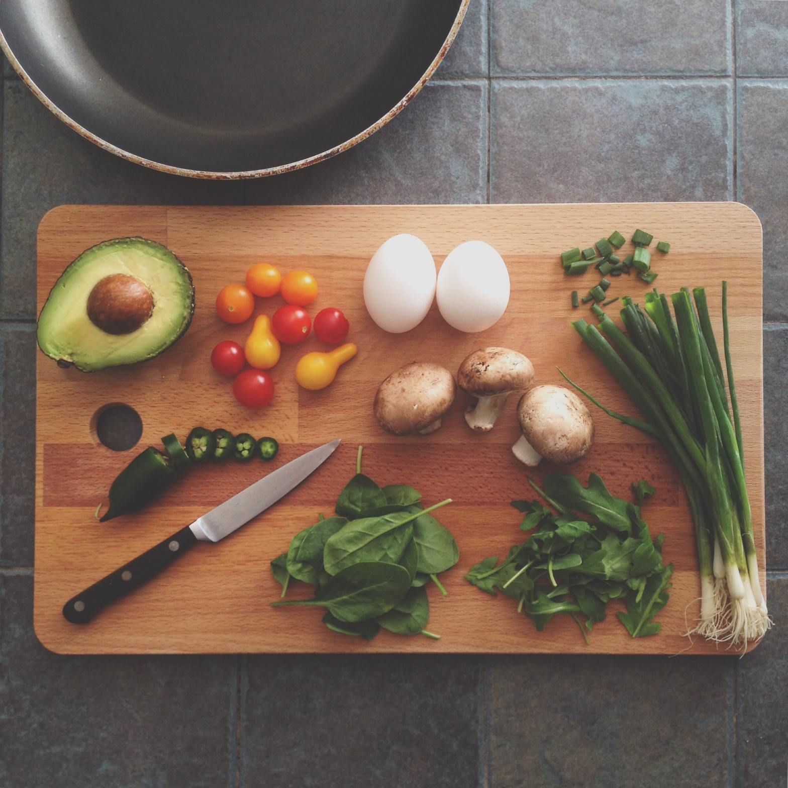 Cutting board with vegetables